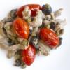 Straccetti di vitello con olive nere e pomodorini