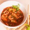 Zuppa di pesce con anelli di totano, ciuffetti di calamari e mazzancolle